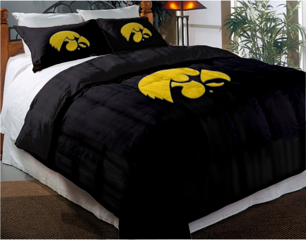 Iowa hawkeyes college twin chenille embroidered comforter for Iowa hawkeye decor